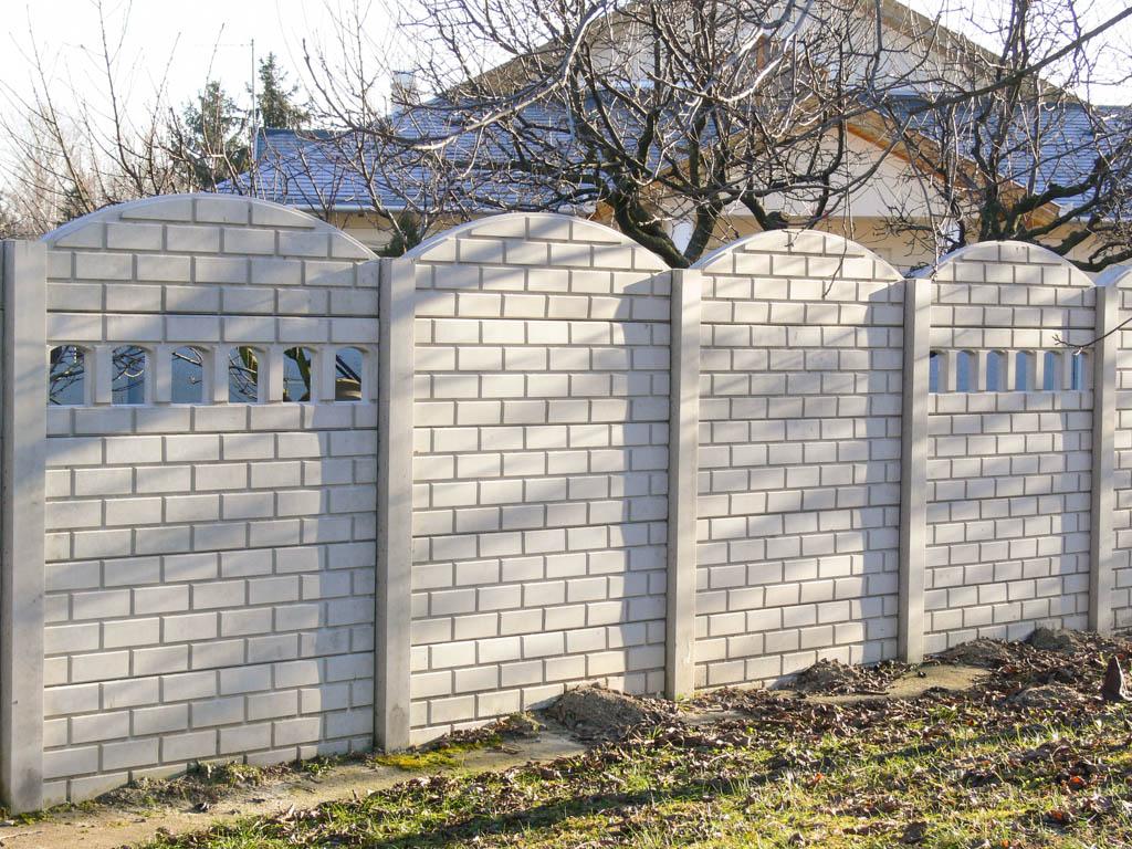 Mennyibe kerül a betonkerítés?